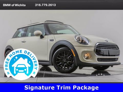 Pre-Owned 2019 MINI Cooper Hardtop Signature Trim Package