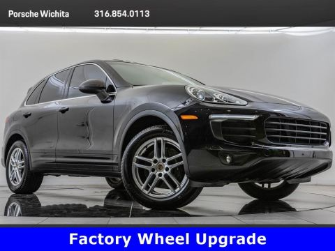 Pre-Owned 2016 Porsche Cayenne Upgraded 19-Inch Turbo Wheels